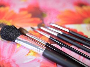 化粧を学術的に研究のイメージ